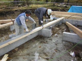 ▲土台に防水パッキンを施工しています!